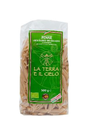 Penne 100 % épeautre bio demi-complet.<br /> <br /> La Terra E Il Cielo:<br /> <br /> Cette coopérative sélectionne ses produits à partir d'ingrédients biologiques gorgés de soleil, aux saveurs de l'Italie.<br /> <br /> La Terra E Il Cielo peut être considérée comme la coopérative pionnière en matière d'agriculture biologique en Italie. Elle regroupe une centaine de fermiers, soucieux des matières premières qu'ils utilisent. Ces hommes et femmes jouent un rôle essentiel dans la protection de l'environnement et le développement rural dans la région des Marches.<br /> <br /> Ingrédients :<br /> Farine* demi-complète d'épeautre biologique, eau  <br /> <br /> *Ingrédients issus de l'agriculture biologique.